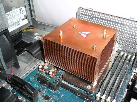 Copper_heat_sink_with_pipes.jpg