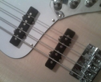 Jazz_Bass_pickups.jpg